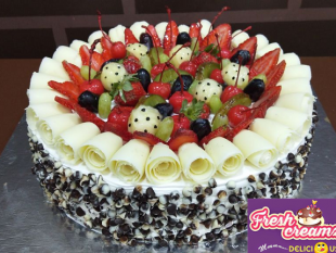 an-awesome-berries-and-chocolate-freshcreamz-cake