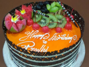 delicious-fresh-fruit-cake