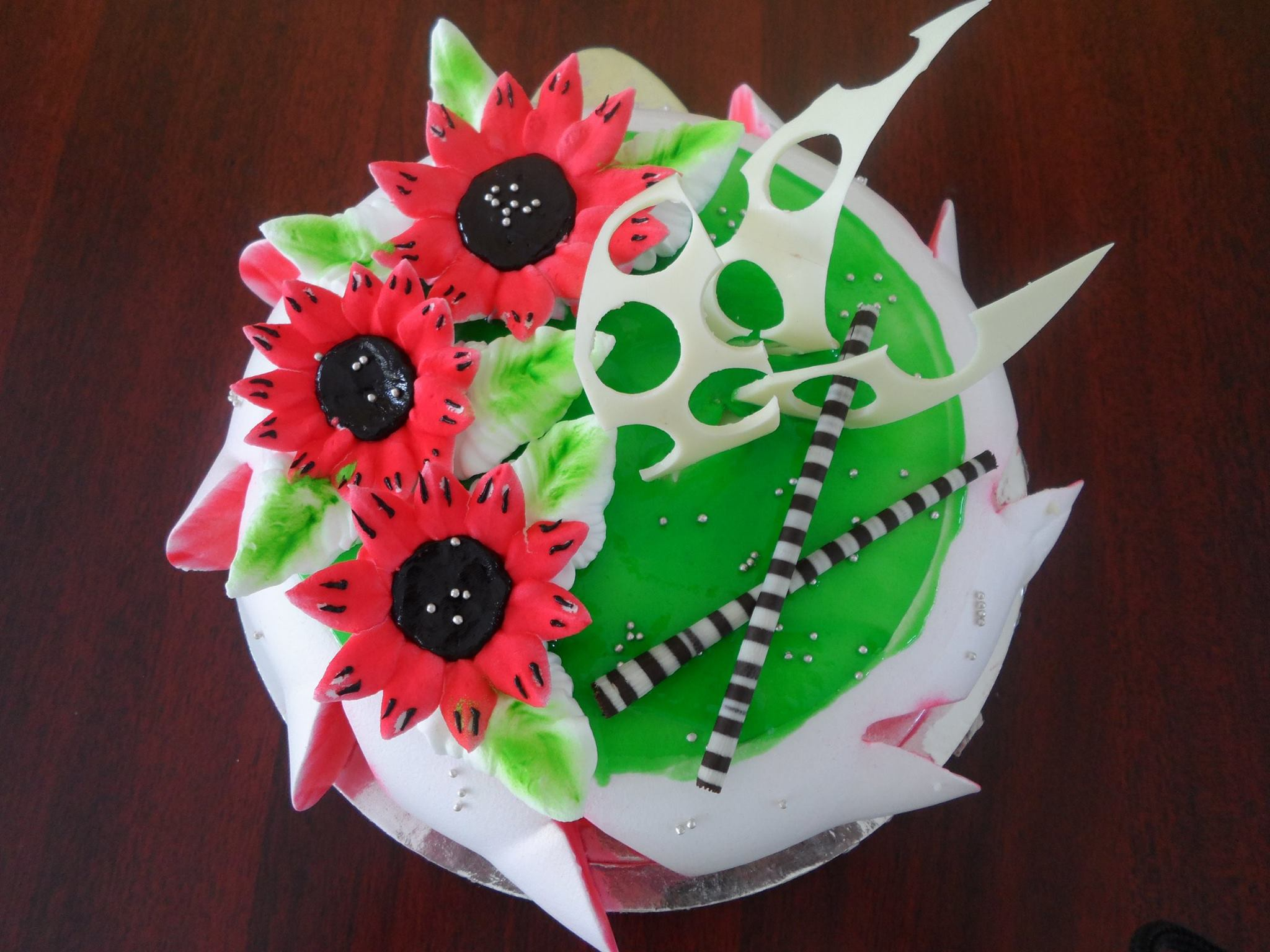 Kiwi and flower with choco carvings cake