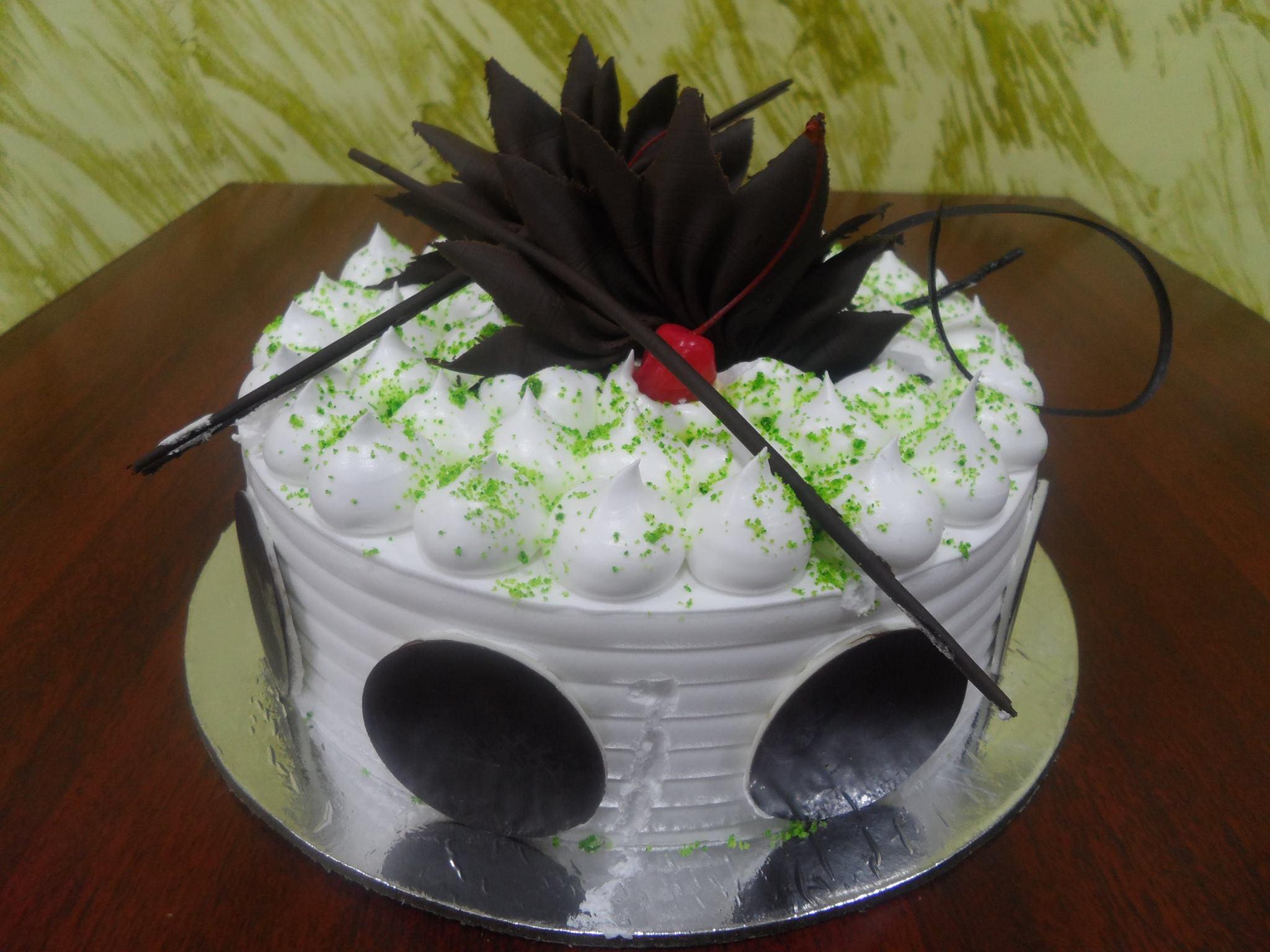 KIWI N FRENCH VANILLA CAKE