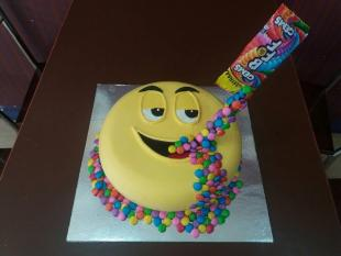 smiley-face-with-gems-fresh-creamz-cake
