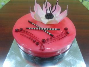 strawberry-and-white-chocolate-flowered-cake