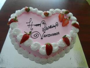 strawberry-heart-cake